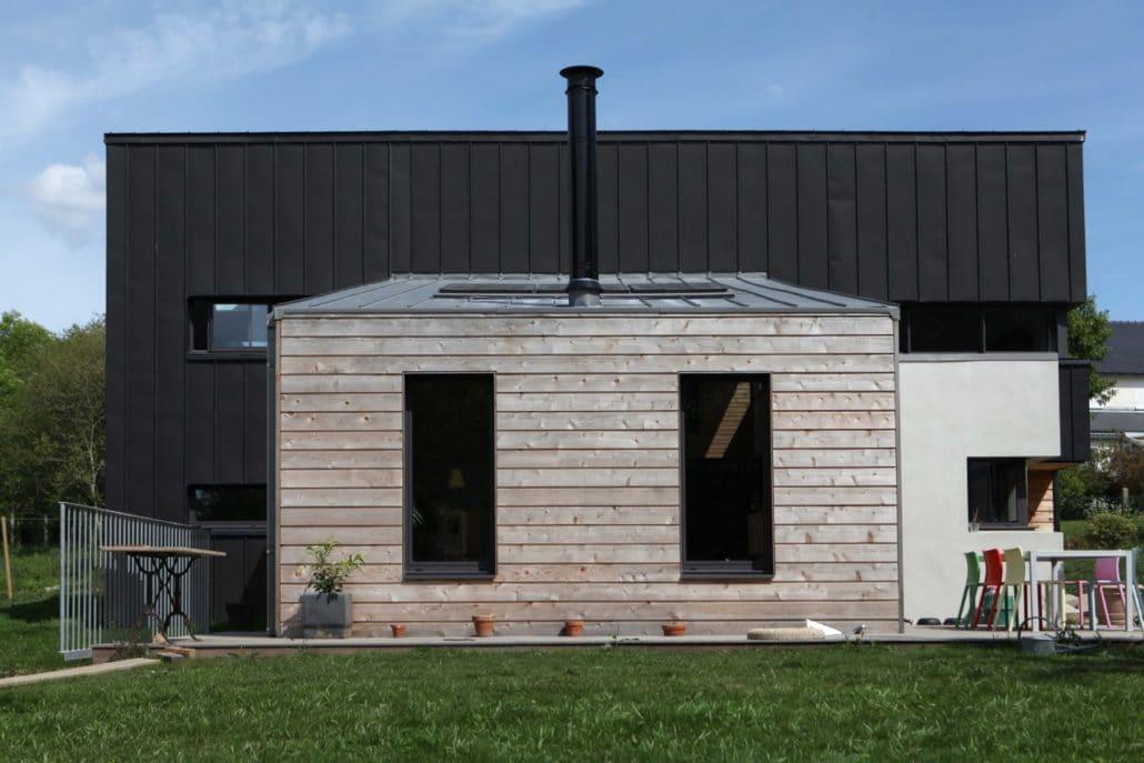 Construction d'une maison ossature bois avec toiture zinc mono-pente à la limite du Finistère