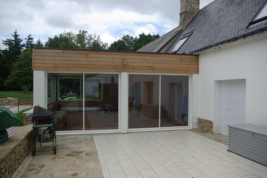Création d'un local pour jacuzzi connectant une piscine à une longère, dans le Morbihan