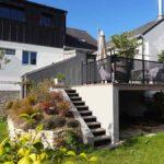terrasse bois sur pilotis, garde corps, metal et escaliers bois-métal dans le Morbihan