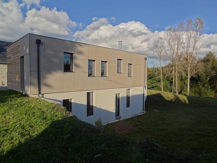 Construction d'une maison à ossature bois comprenant un rez-de-jardin, dans le pays des Landes de Lanvaux dans le Morbihan