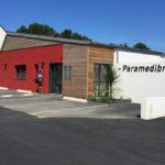 Construction d'un batiment tertiaire à ossature bois bardée et toiture zinc asymétrique Morbihan