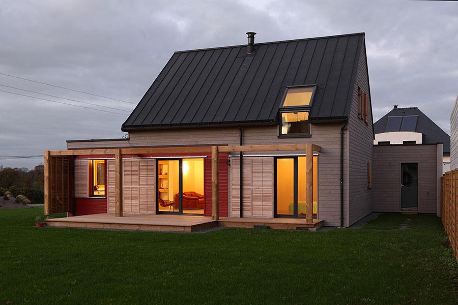 Construction d'une maison en bois, toiture en zinc, proche de Plumergat dans le Morbihan