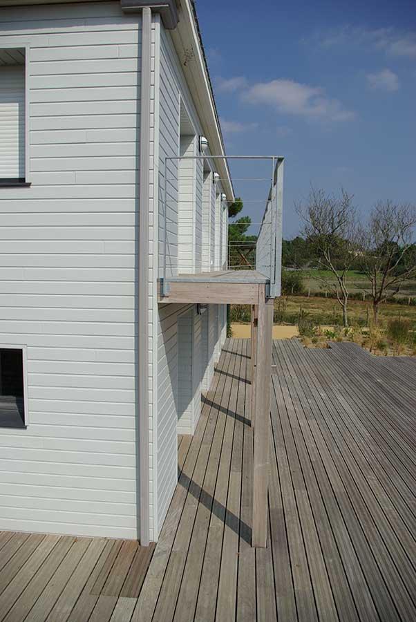 Maison relookée bardage en bois peint divers aménagements en bois Morbihan
