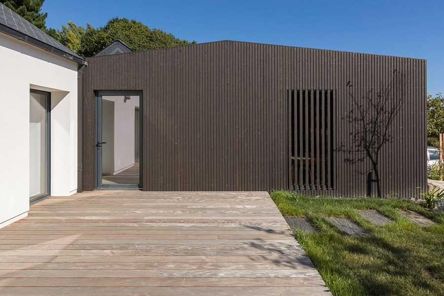 Région De Vannes Extension Garage Avec Bardage Noir Ajouré