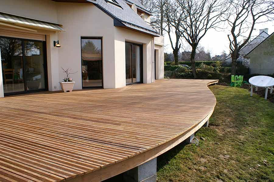 Une élégante courbe pour cette terrasse Vannetaise
