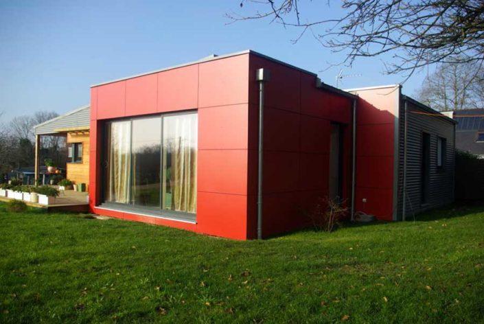 Construction d'une maison à ossature bois (bardages métal, red cedar et composite) avec toitures mono-pente en zinc, entre Brec'h et Baud dans le Morbihan