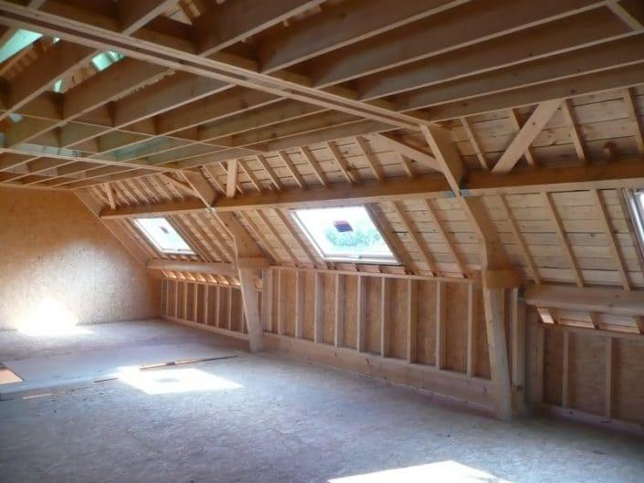 Combles habitables en charpente traditionnelle d'une maison à ossature bois dans le Morbihan