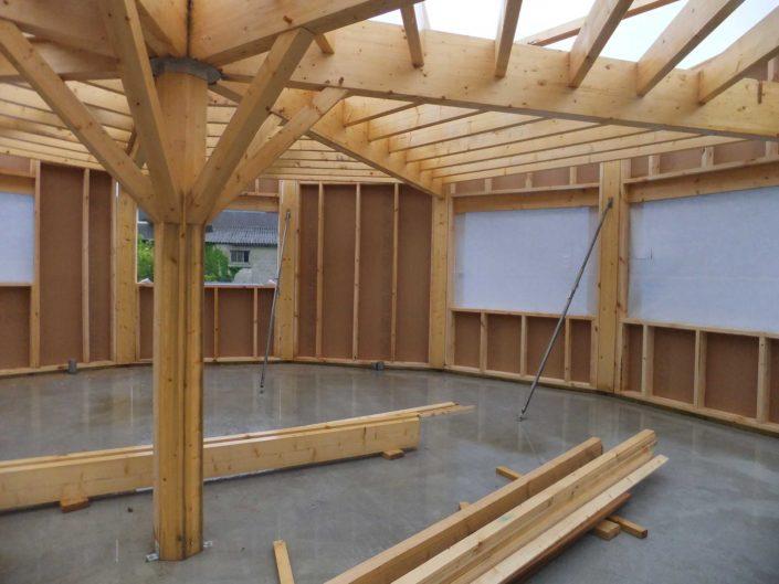 Structure partielle d'une maison réalisée en technique poteaux/poutres dans le Morbihan