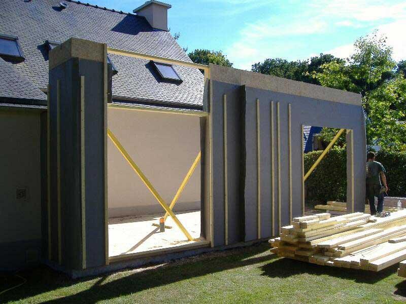 Panneaux de murs d'une extension en ossature bois dans le Morbihan